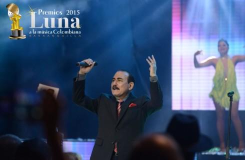 Charlie Aponte debutó como solista en los Premios Luna 2015